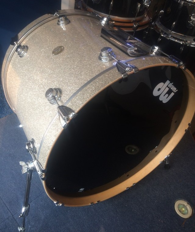 DW Collectors Maple 24x18 Bass Drum - Broken Glass Finish Ply
